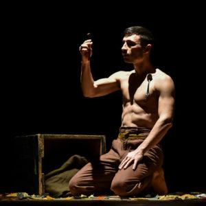 uomo-calamita-circo-el-grito-(5)