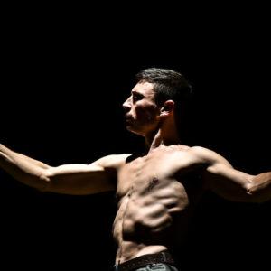 uomo-calamita-circo-el-grito-(6)